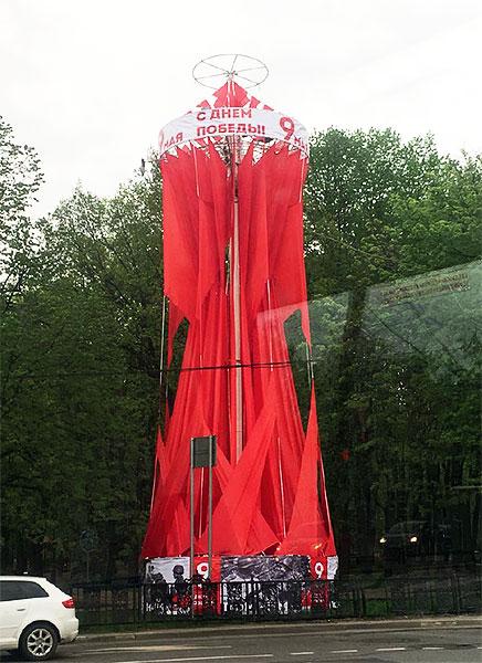 Флаговая конструкция для оформления города ко Дню Победы 9 мая – производство и монтаж