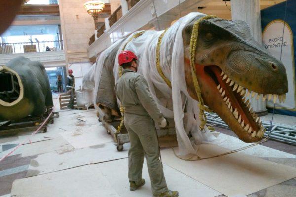 Компания АЛЬПИНА: подъём динозавров в Центральном Детском Мире на Лубянке в Москве