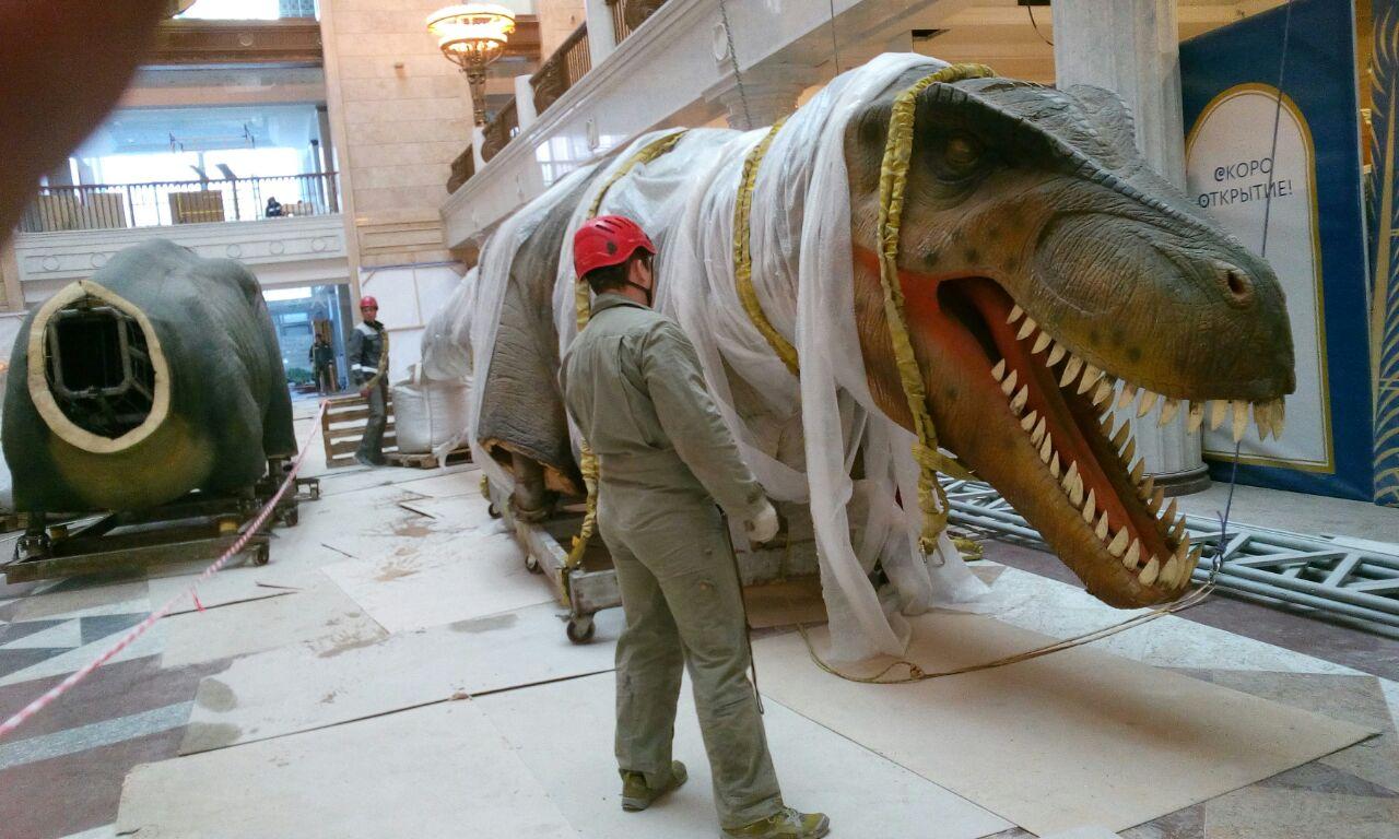 Подъём динозавров в Центральном Детском Мире в Москве
