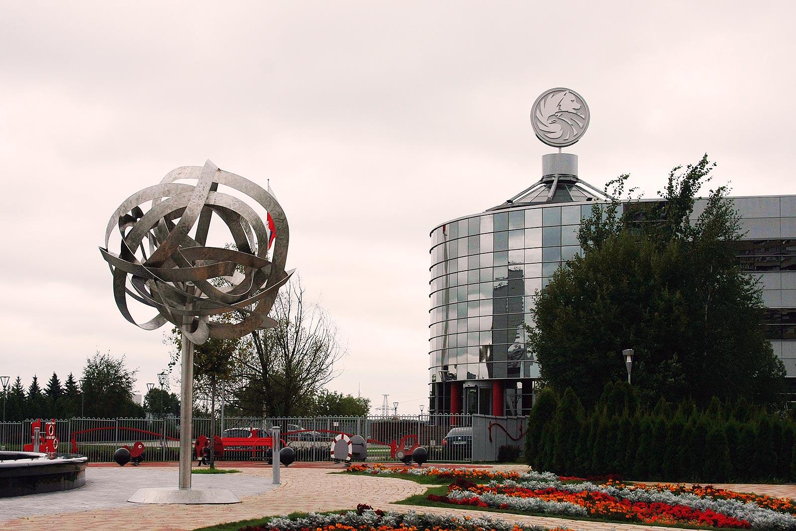 Световые деревья из нержавеющей стали – проект Solntsevo Park