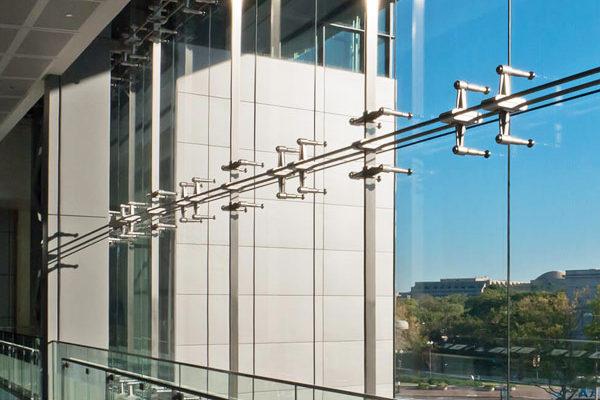 Светопрозрачные конструкции: Спайдерные системы и стеклянные козырьки