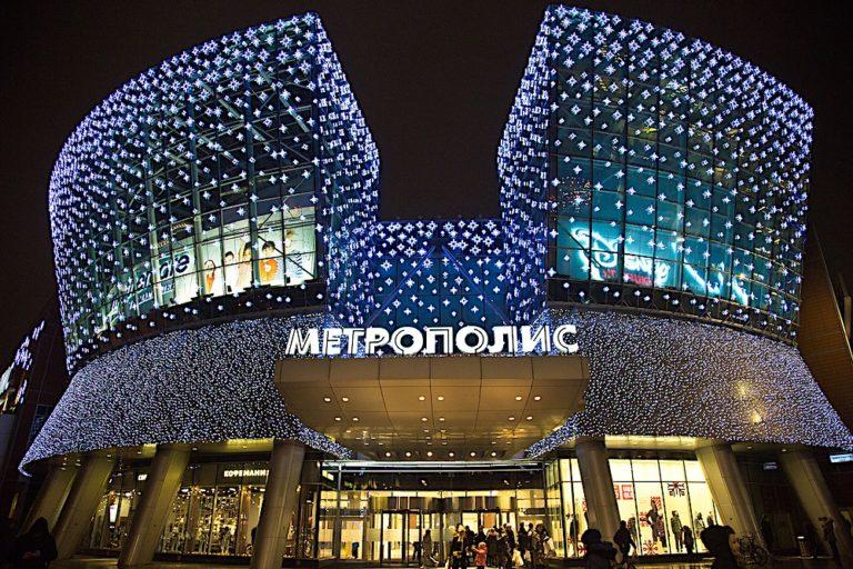 Новогоднее оформление фасада торгового центра