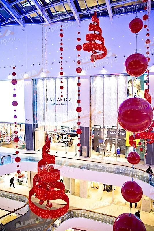 Украсили торговый центр к празднику