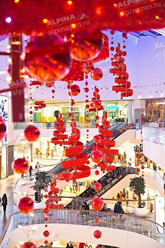 Установка новогодних декораций в ТЦ в Москве