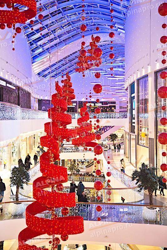 Оформление площадей торгового центра к празднику