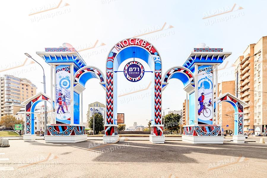 Строительство арки ко Дню города в Москве возле метро Таганская